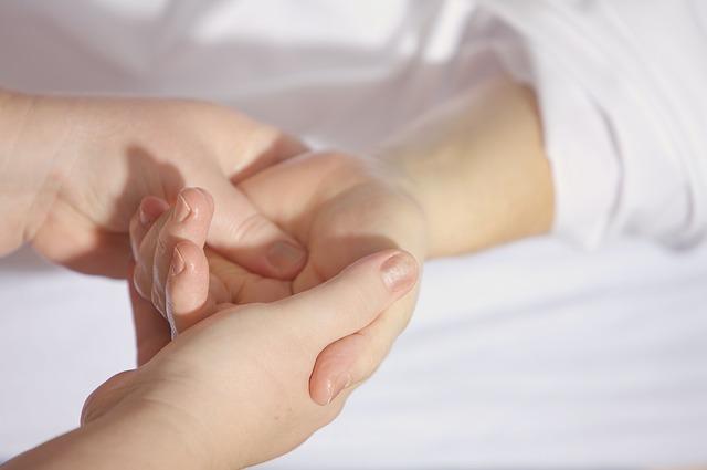 Remedii pentru maini uscate